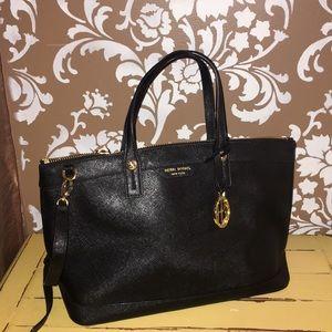 Beautiful Henri Bendel leather satchel.